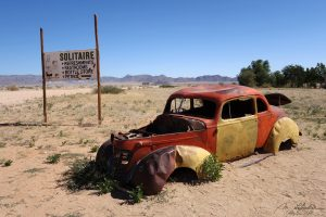 old rusted car in solitaire