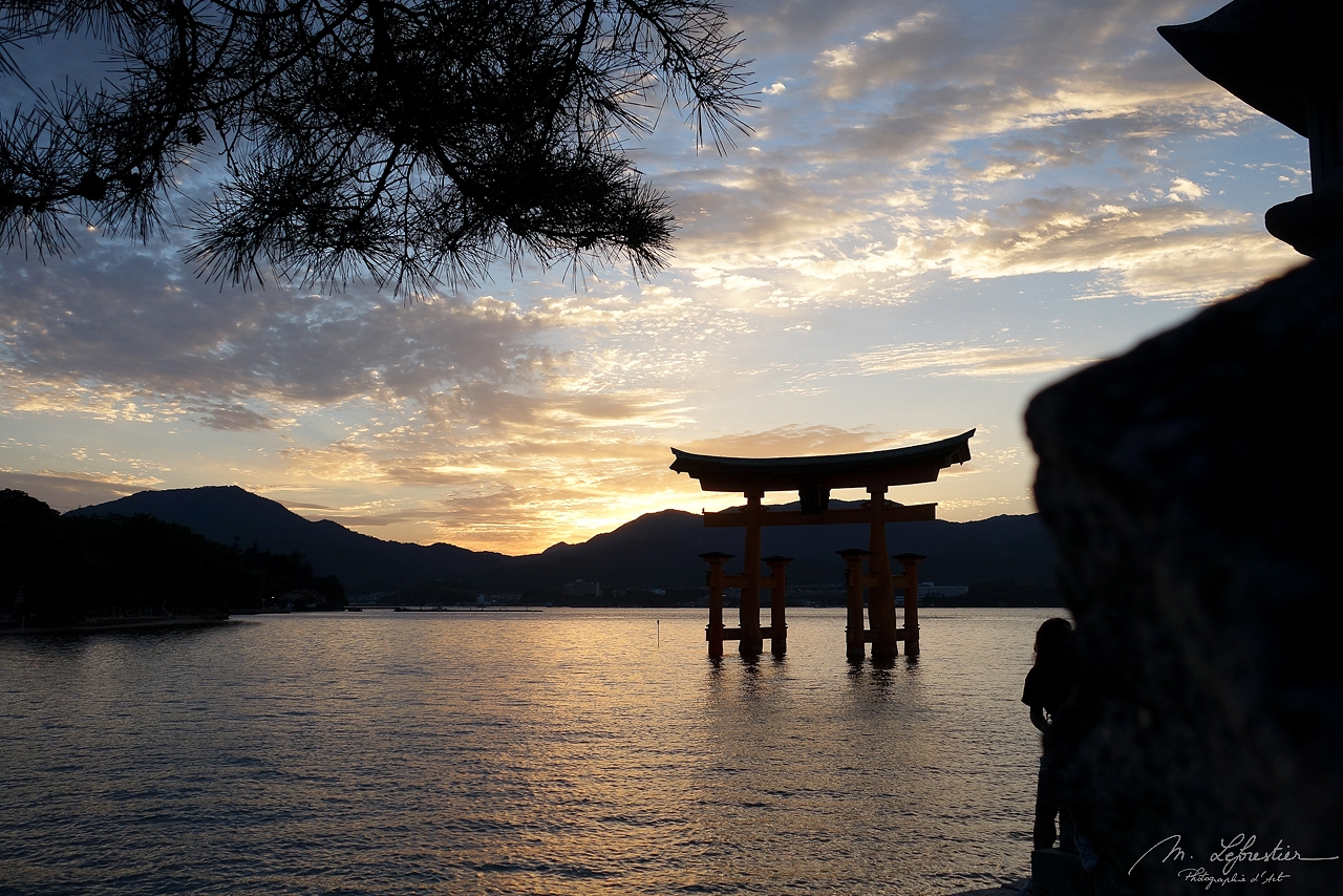 Japan: be surprised at the Itsukushima Shrine