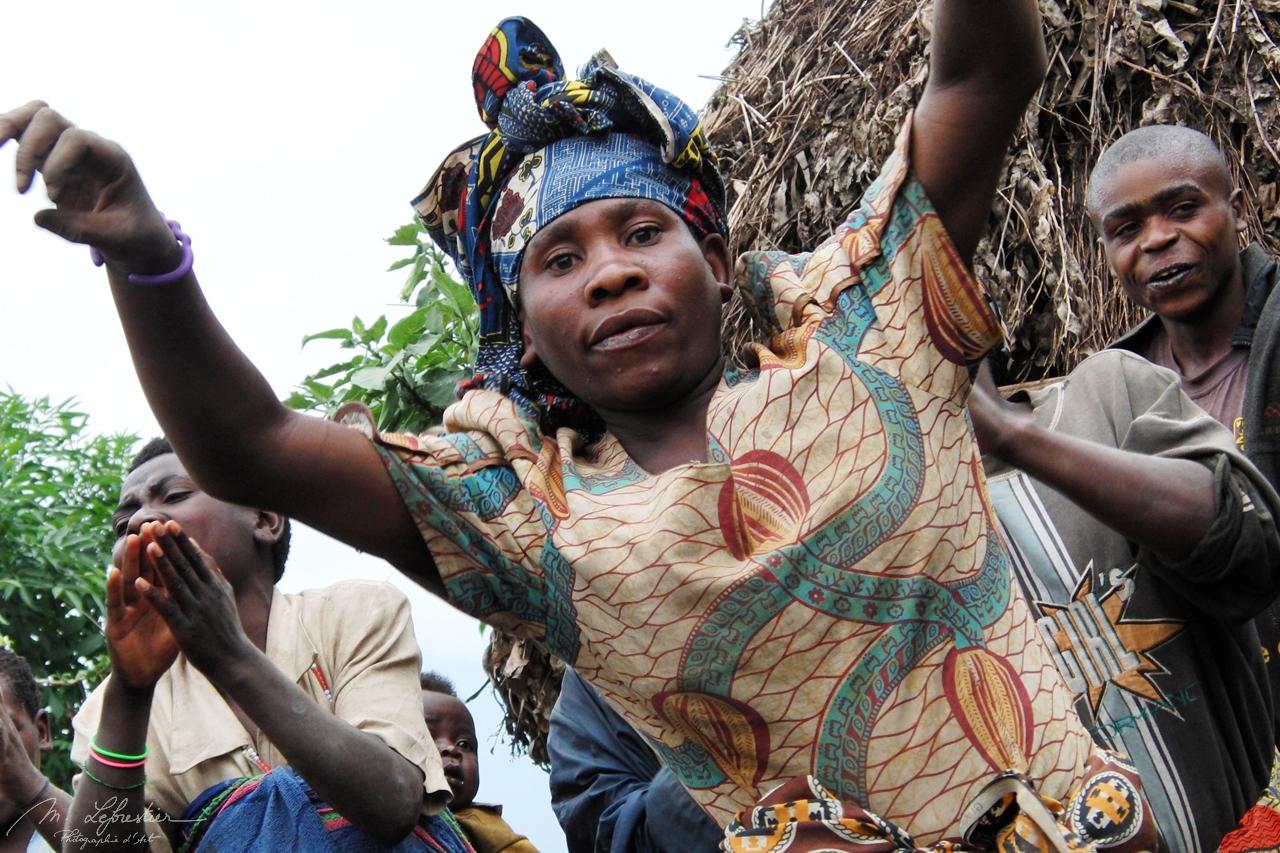 Rwanda: dance with pygmies in Ruhengeri
