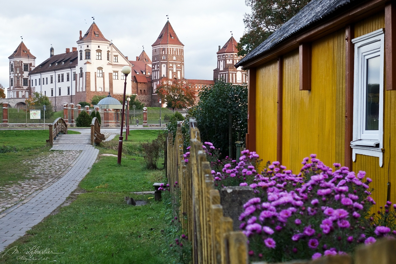 Belarus: wander around the beautiful Mir Castle