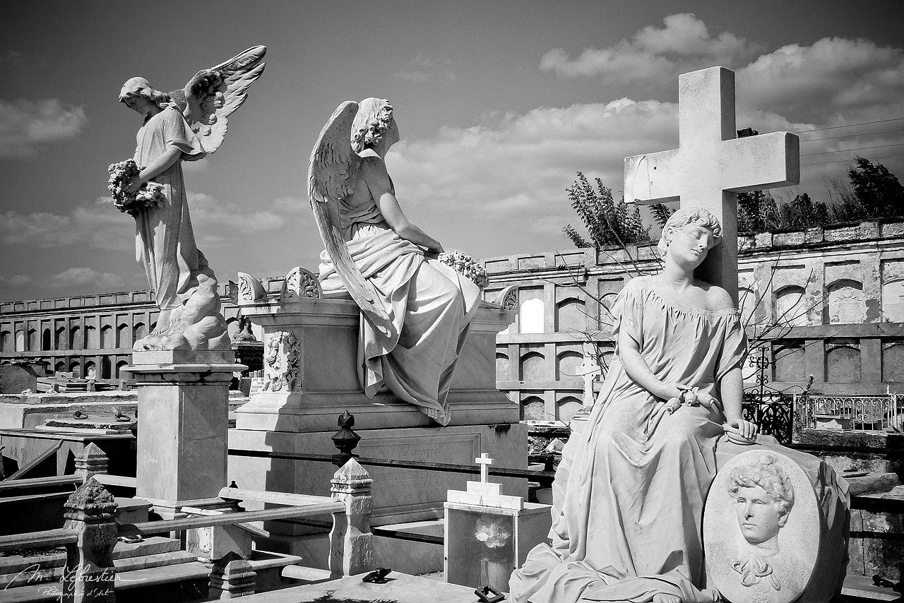 Cuba: roam in the cementerio la Reina in Cienfuegos