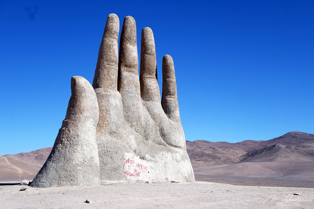 Chile: feel small by the giant mano del desierto in the Atacama desert