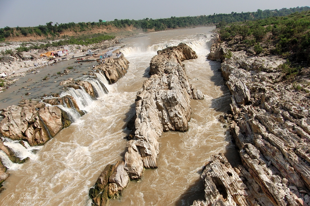 India: enjoy the beautiful Marble Rocks by Jabalpur