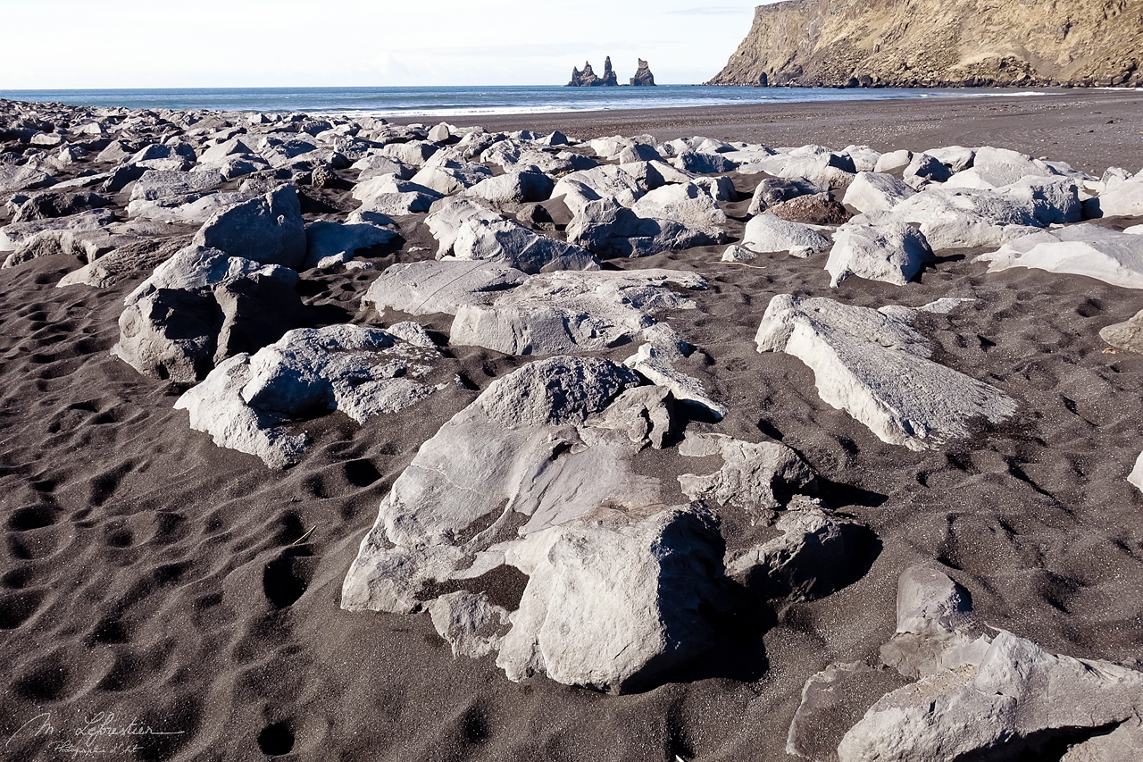 Iceland: check out this unique black sand beach in Reynisfjara near Vik