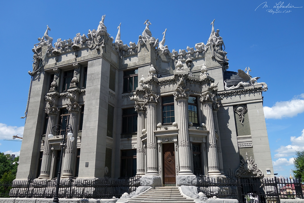 Ukraine: discover the strange House of Chimeras in Kiev