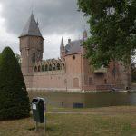 a litter bin in front of the Castle Heeswijk in the Netherlands