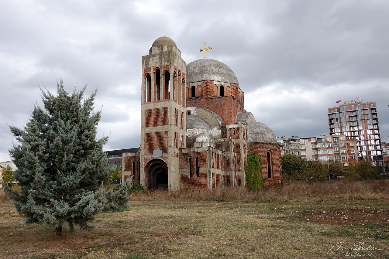 Kosovo: discover the unfinished Serbian orthodox church in Pristina