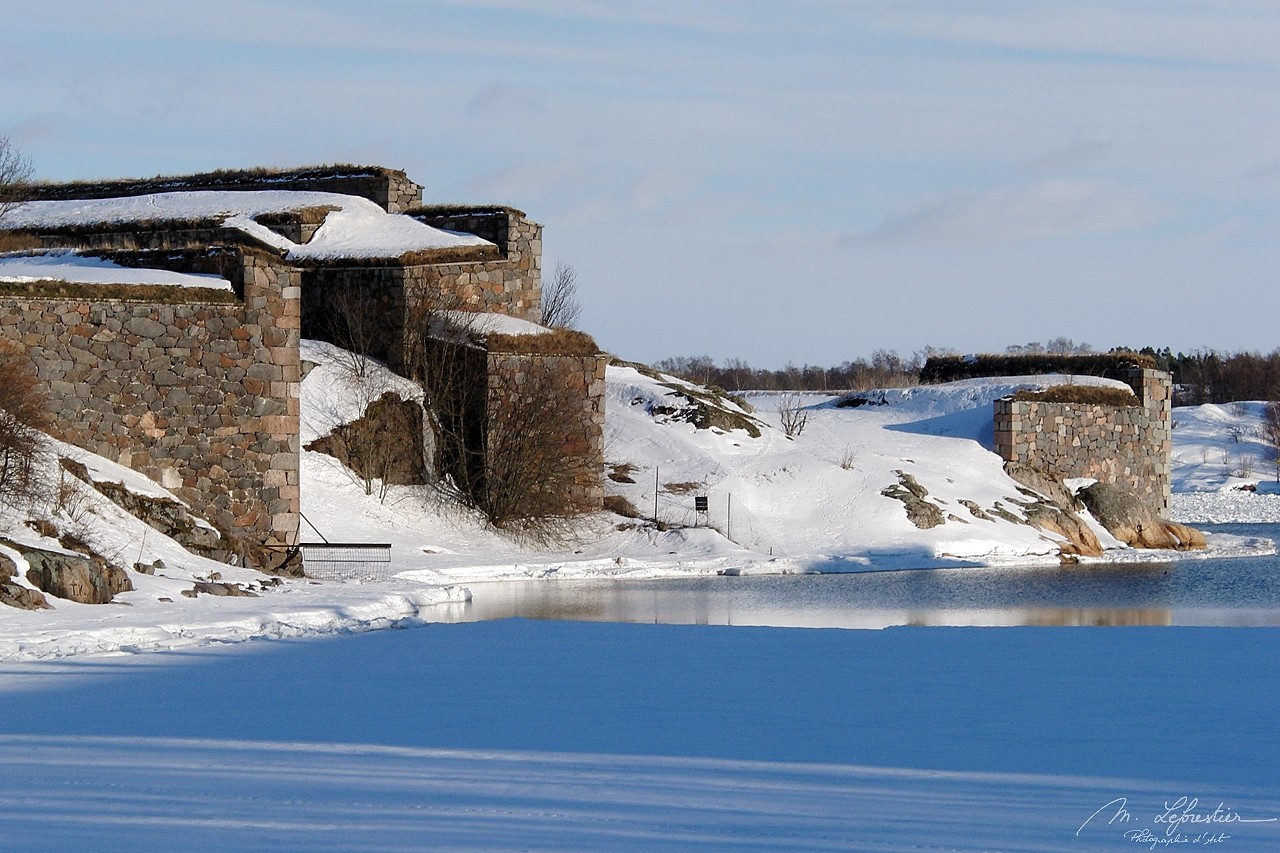 Finland: experience the impressive Suomenlinna fortress in the wintertime by Helsinki