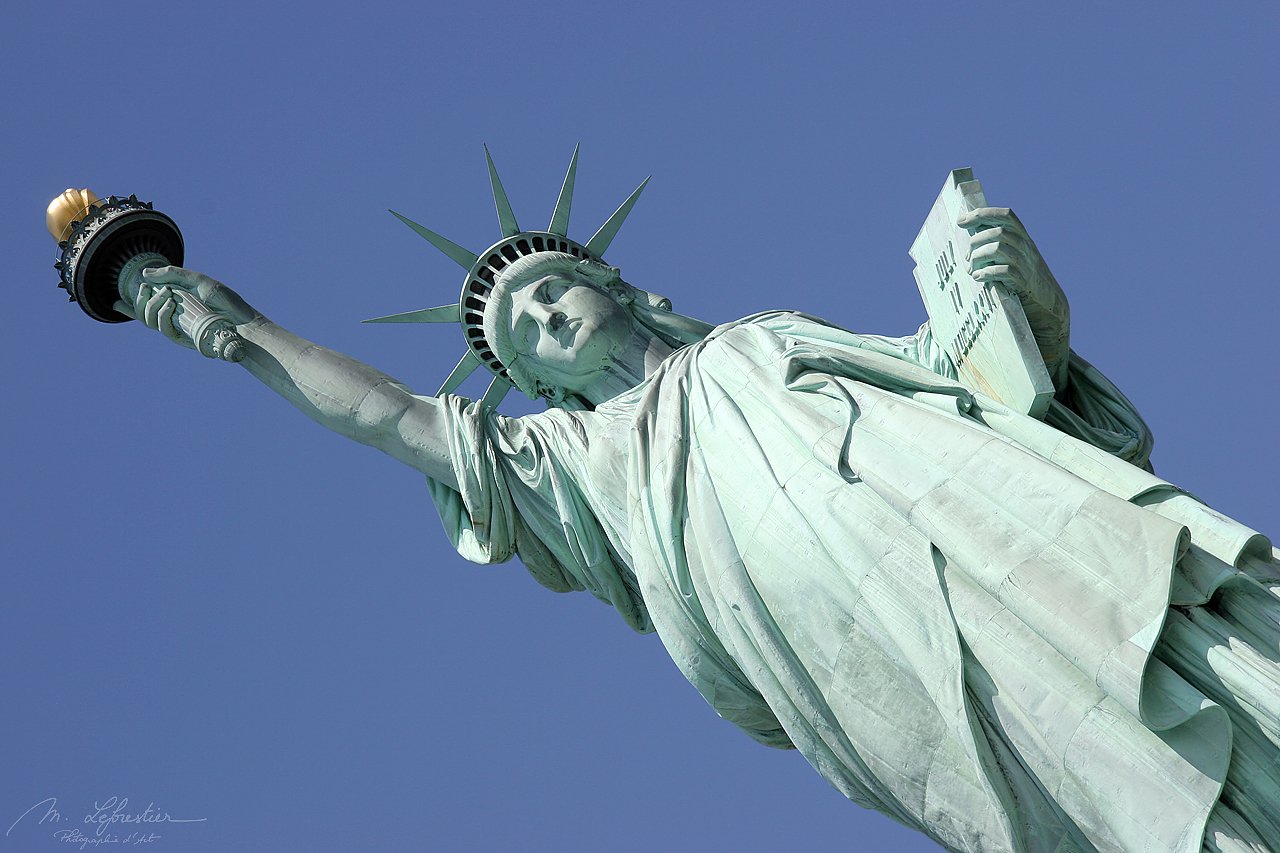 USA: see the green Statue of Liberty in New York