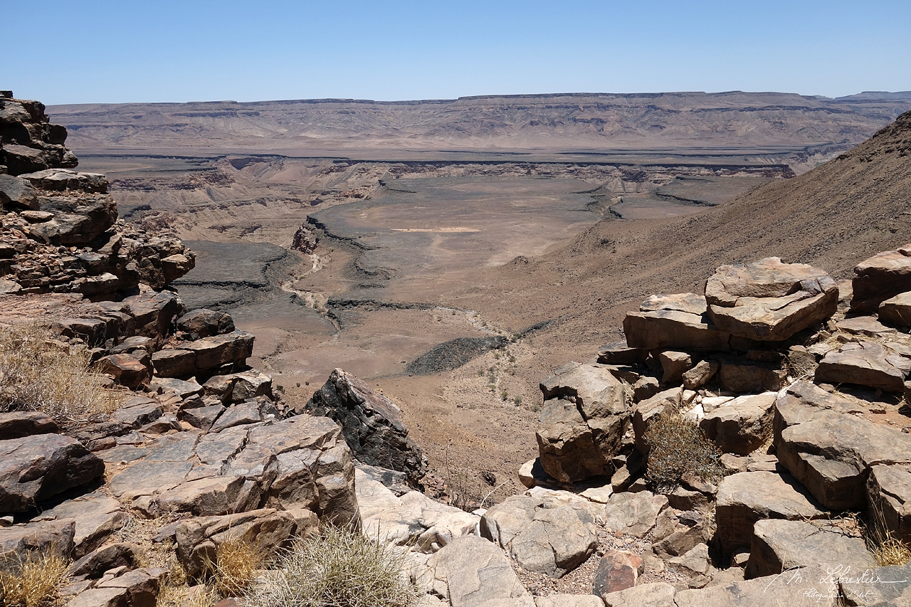 Namibia: don't miss the largest canyon in Africa, the impressive Fish River Canyon