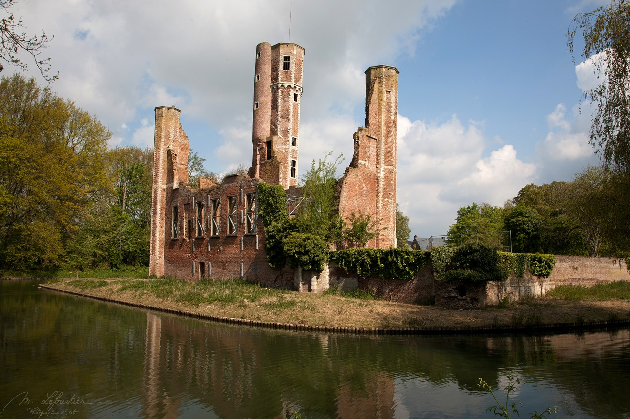 Belgium: check out the Ter Elst castle ruins in Duffel